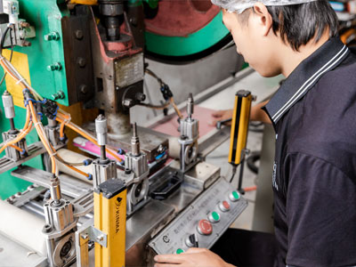 Horizon-nail-file-manufacturing-process-punching-and-shaping