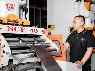 Horizon-tweezer-manufacturing-process-cutting