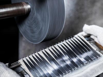 Horizon-tweezer-manufacturing-process-sandblasting