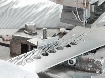 Horizon-nail-clipper-and-scissors-manufacturing-process-cutting