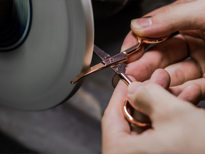 Horizon-nail-clipper-and-scissors-manufacturing-process-sharpening